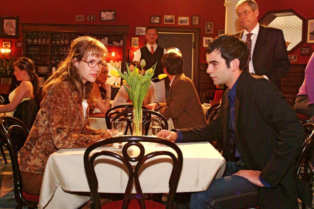 David (Mathis Künzler, r.) verlangt von Lisa (Alexandra Neldel, l.), dass sie endlich ihre Gefühle für ihn in den Griff bekommt. Niemals wird sie ei... - Bildquelle: Noreen Flynn SAT.1 / Noreen Flynn