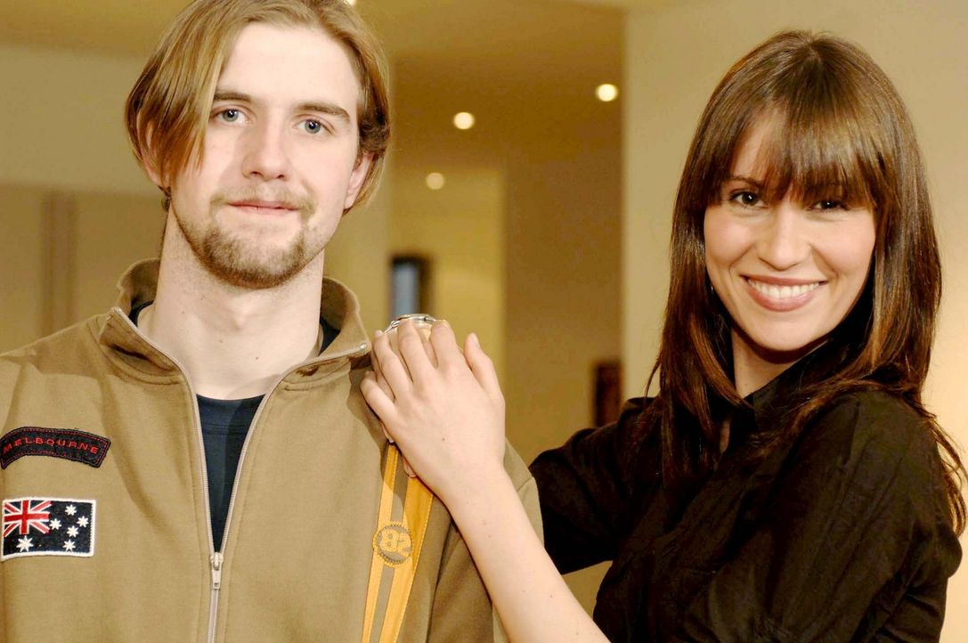 Jelena (r.) knüpft sich Tobias (l.) aus München vor. Sie ist sich sicher, dass auch in ihm ein toller Mann steckt! - Bildquelle: ProSieben