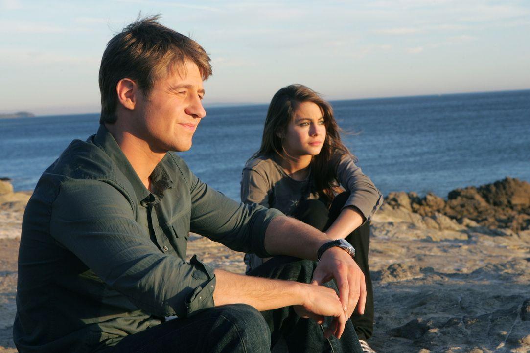 Ryan (Benjamin McKenzie, l.) versucht Kaitlin (Willa Holland, r.) zu trösten, die sich für Johnnys Tod verantwortlich fühlt ... - Bildquelle: Warner Bros. Television