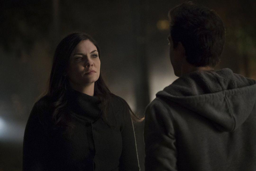 Eigentlich hat Jo (Jodi Lyn O'Keefe) bereits genug eigene Probleme, doch plötzlich liegt  auch noch das Leben von Sheriff Forbes in ihren Händen ... - Bildquelle: Warner Bros. Entertainment, Inc