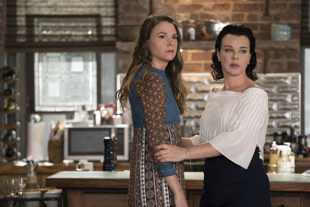 Liza (Sutton Foster, l.); Maggie (Debi Mazar, r.) - Bildquelle: Hudson Street Productions Inc 2016