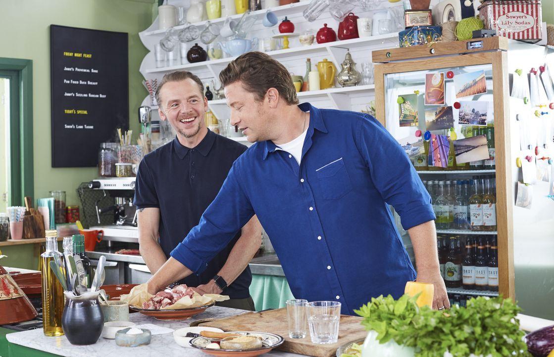 Simon Pegg (l.); Jamie Oliver (r.) - Bildquelle: David Loftus
