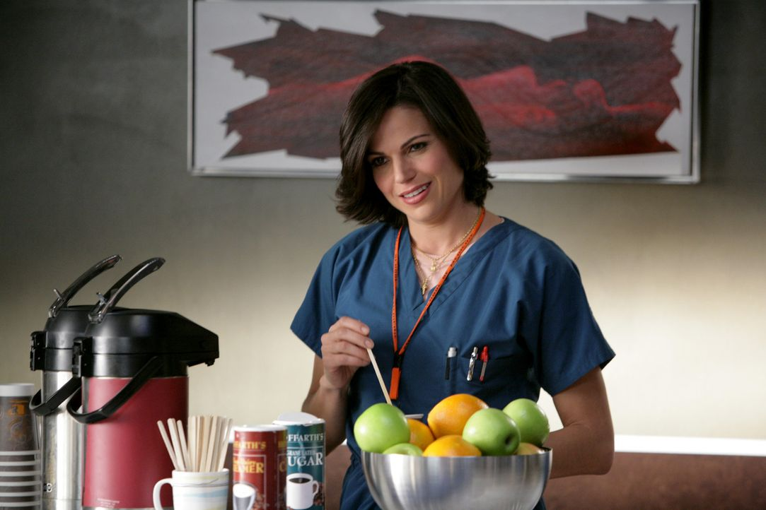Die Patientin Fia geht auf dieselbe Schule wie einst Dr. Zambrano (Lana Parilla) ... - Bildquelle: Warner Brothers