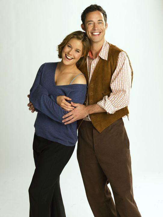 Nick Snowden (Tom Cavanagh, r.) verliebt sich in Sandy (Ashley Williams, l.) ... - Bildquelle: Buena Vista International Television