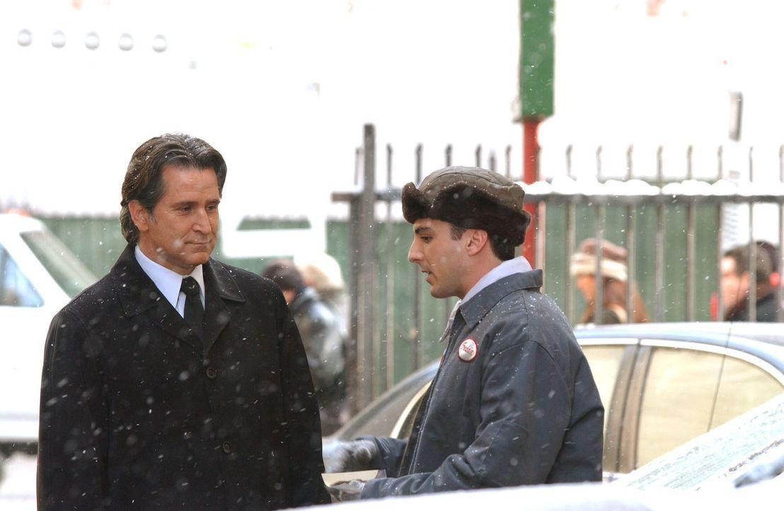 Jeder noch so kleine Hinweis könnte Jack Malone (Anthony LaPaglia, l.) auf die Spur des verschwundenen Joe Gibson führen ... - Bildquelle: Warner Bros. Entertainment Inc.