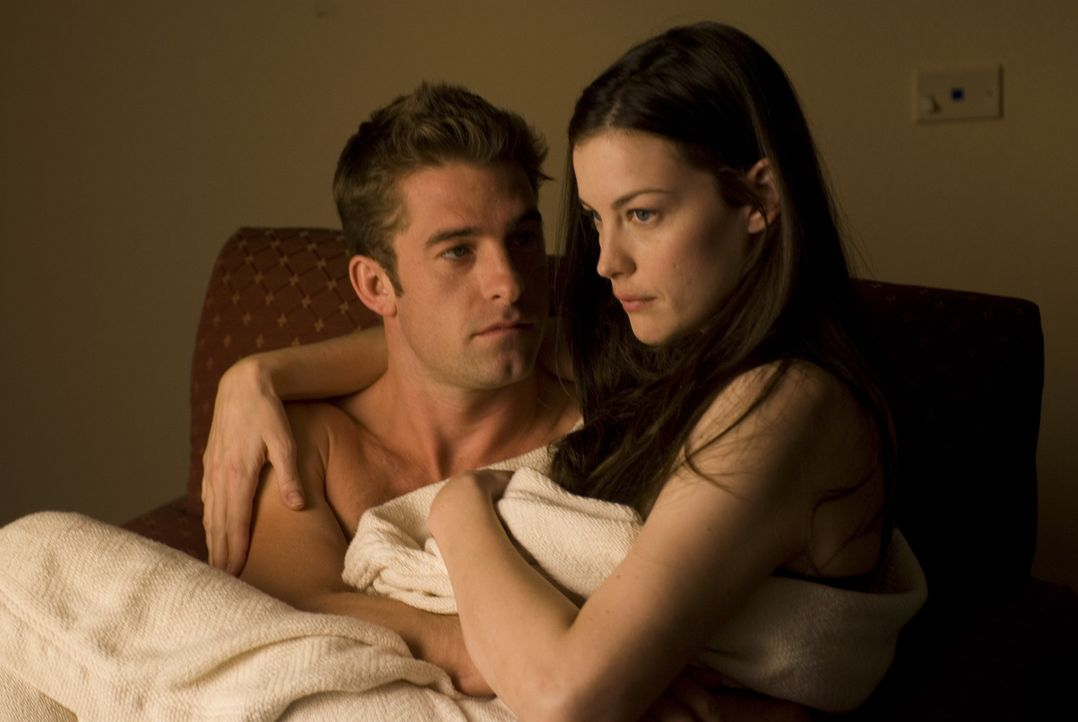 Auf der Fahrt in ihr abgelegenes Sommerhaus macht James (Scott Speedman, l.) Kristen (Liv Tyler, r.) einen Heiratsantrag, der jedoch missglückt. Je... - Bildquelle: Glenn Watson 2007 Focus Features LLC.  All Rights Reserved.