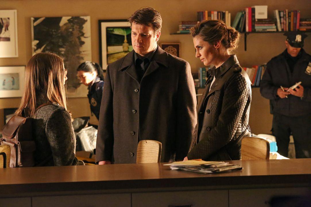 """Nachdem eine junge Frau, drei Tage nach dem Anschauen einer """"verfluchten DVD"""" starb, beginnt für Richard Castle (Nathan Fillion, M.) und Kate Becket... - Bildquelle: ABC Studios"""