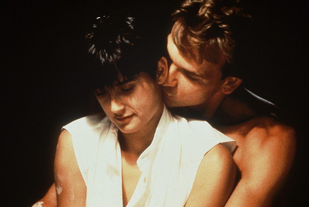 Noch sind Molly Jensen (Demi Moore) und Sam Wheat (Patrick Swayze) ein glückliches Paar ... - Bildquelle: Paramount Pictures