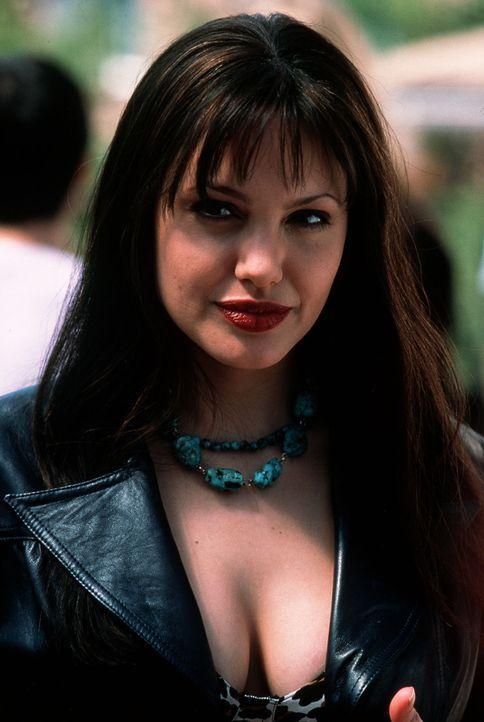 Ahnt nicht, dass sie sich im Auge gefährlicher Turbulenzen befindet: Mary (Angelina Jolie) ... - Bildquelle: TWENTIETH CENTURY FOX