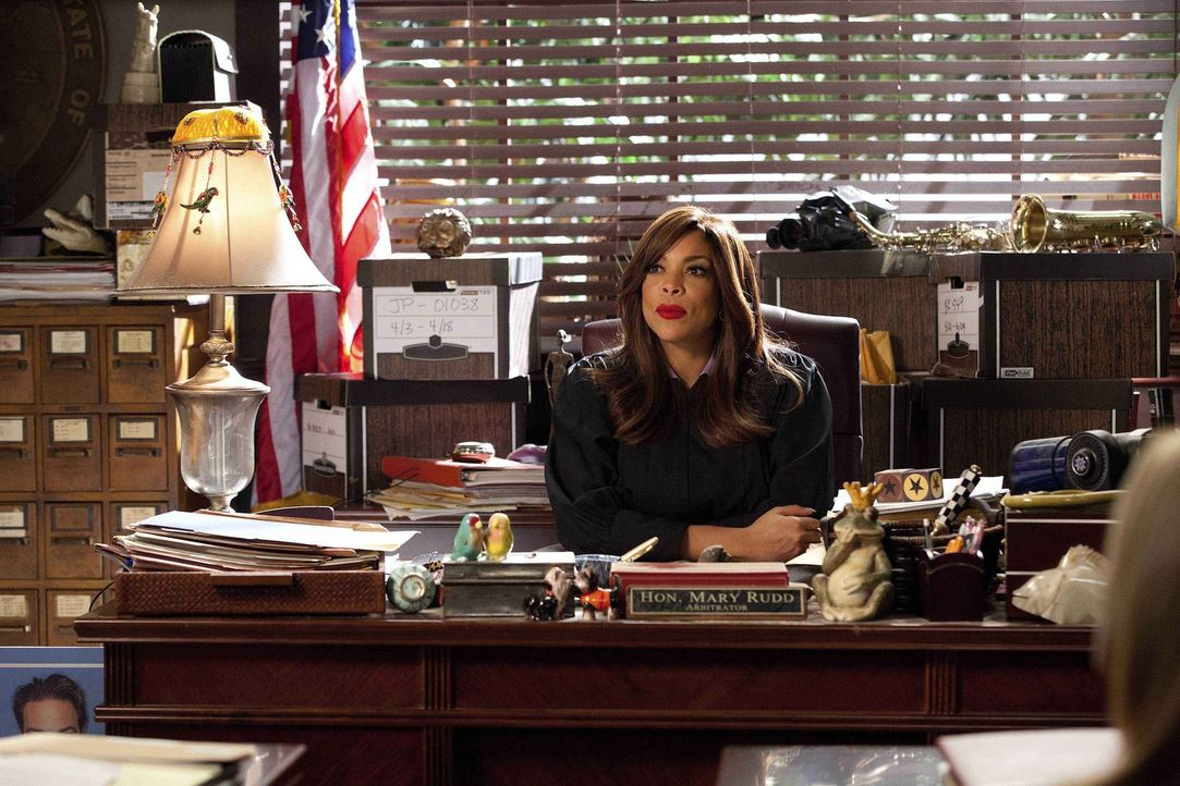 Judge Mary Rudd (Wendy Williams) verteidigt ihre Klientin, welche ihren Ex-Mann nach One-Night-Stand verklagen will ... - Bildquelle: 2011 Sony Pictures Television Inc. All Rights Reserved.