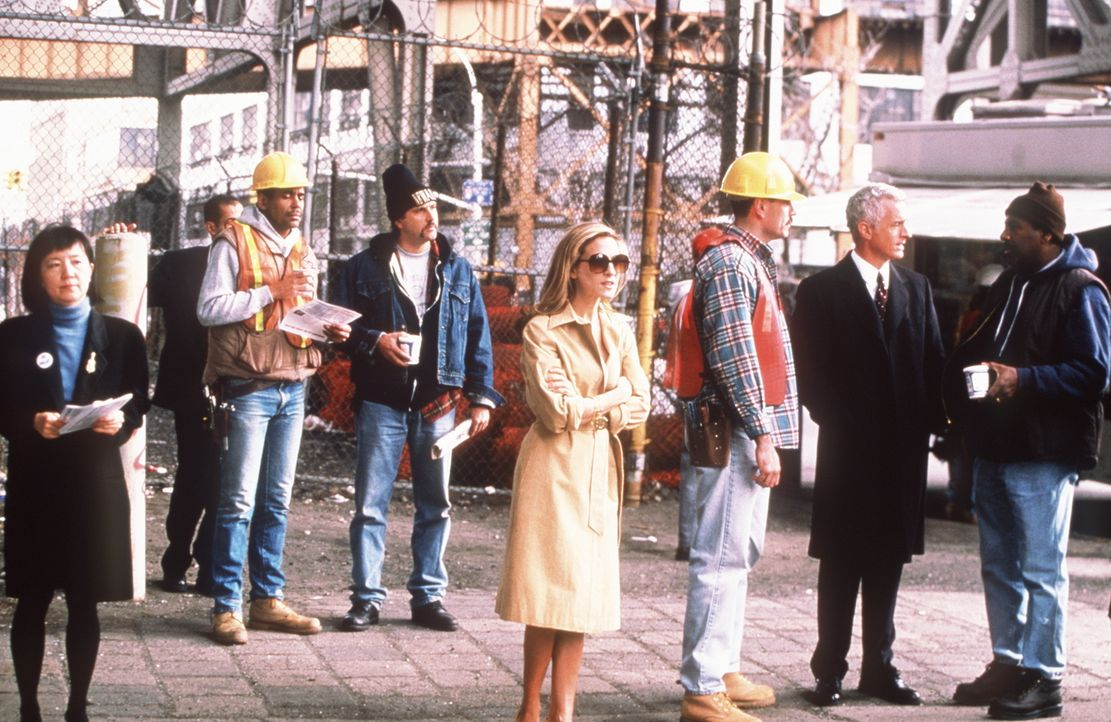 Carrie (Sarah Jessica Parker, M.) steckt mit dem Lokalpolitiker Bill Kelley nicht nur im Wahlkampf, sondern auch am Anfang einer neuen Beziehung. - Bildquelle: Paramount Pictures