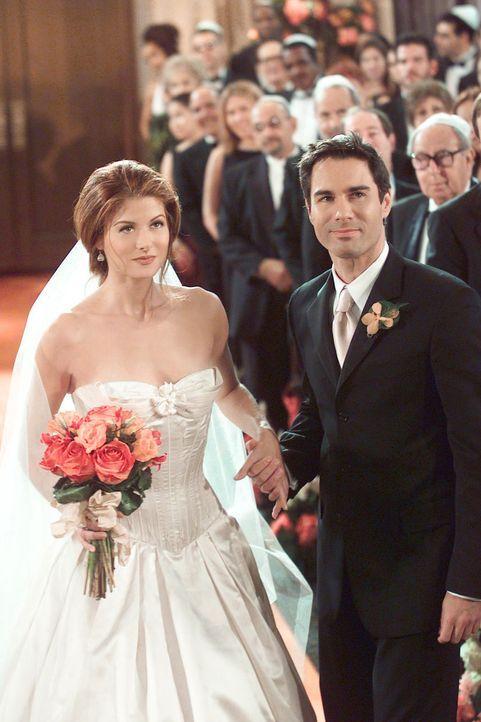 Nach einem langen Weg sind Will (Eric McCormack, r.), als Brautvaterersatz, und Grace (Debra Messing, l.) beim Rabbi unter der Chuppah angekommen ... - Bildquelle: NBC Productions
