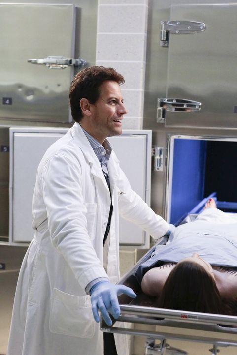 Dr. Henry Morgan (Ioan Gruffudd) ist der Star der New Yorker Gerichtsmedizin. Was keiner weiß: Er ist unsterblich ... - Bildquelle: Warner Brothers