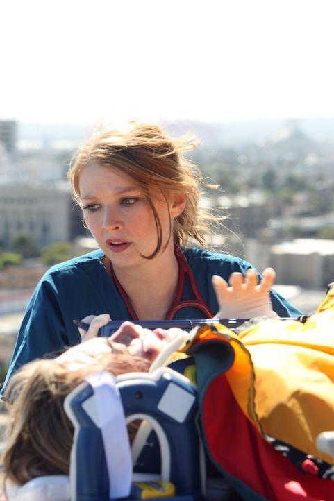 Die so genannte Golden Hour setzt die Trauma-Chirurgin Dr. Serena Warren (Elisabeth Harnois) gewaltig unter Zeitdruck ... - Bildquelle: Warner Brothers