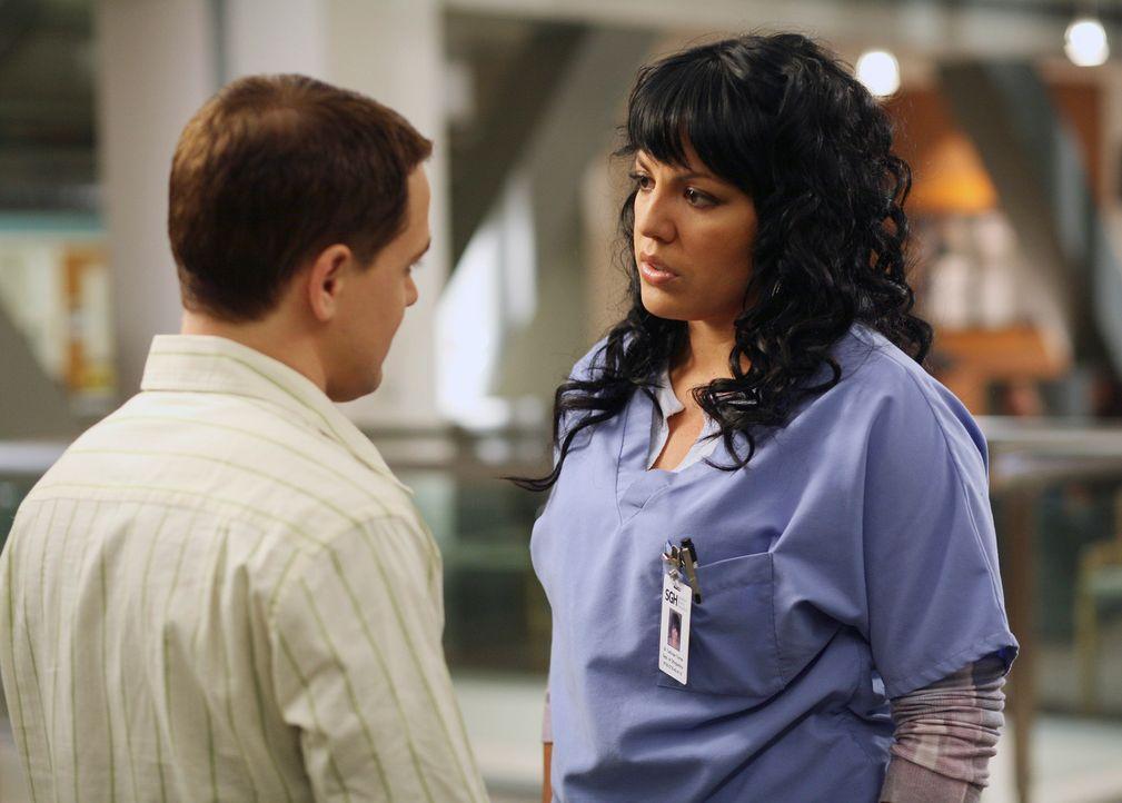 George (T. R. Knight, l.) sucht das Gespräch mit Callie (Sara Ramirez, r.), doch diese versucht ihn zu ignorieren ... - Bildquelle: Touchstone Television