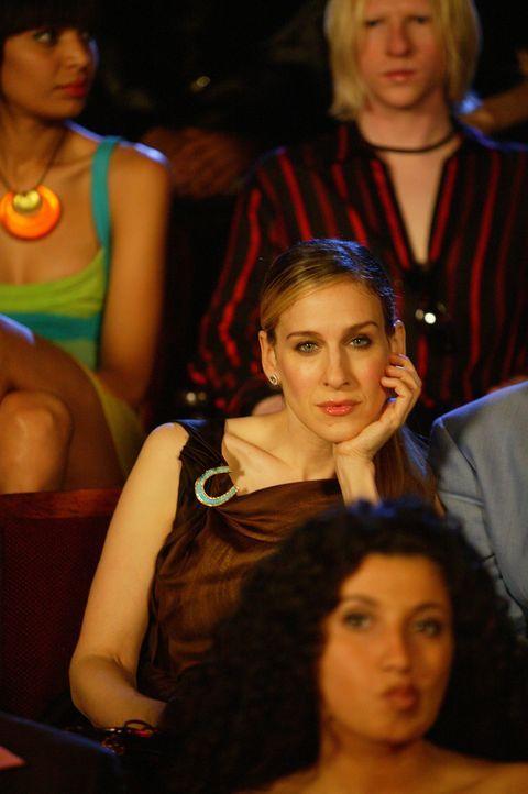 """Nach einer rasanten Motorradfahrt und einer Auseinandersetzung kann Carrie (Sarah Jessica Parker) die Premiere von """"Full Moon"""" nicht so recht genie - Bildquelle: Paramount Pictures"""