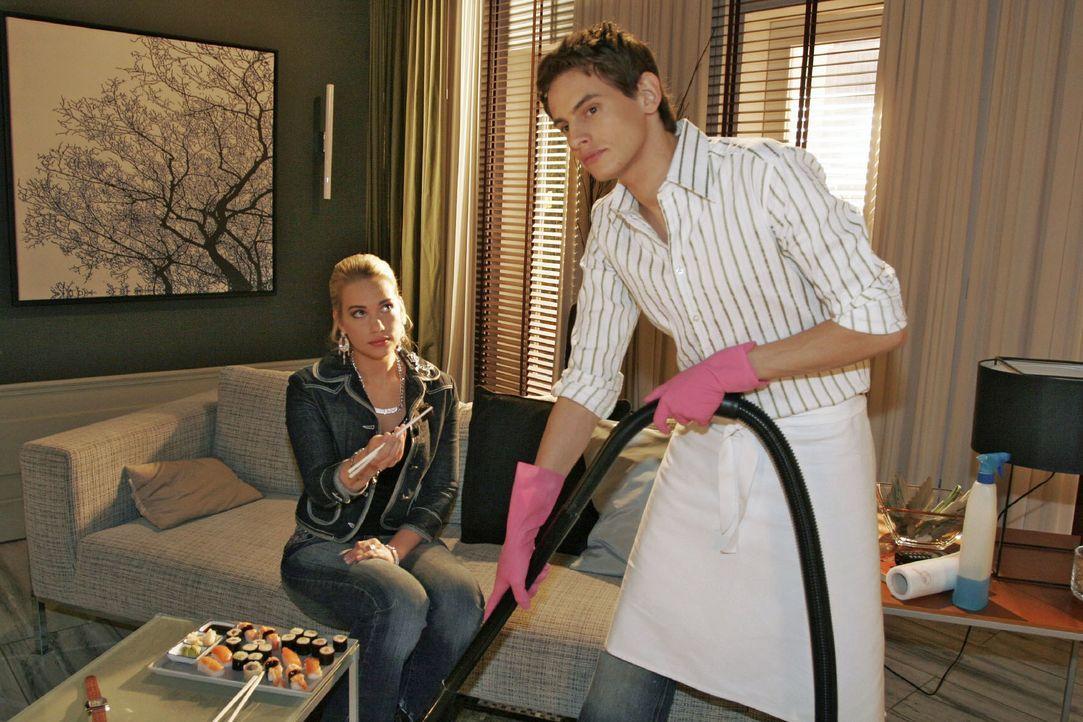 Kim (Lara-Isabelle Rentinck, l.) will sich mit Alex (Shai Hoffmann, r.) wieder versöhnen. - Bildquelle: Noreen Flynn SAT.1 / Noreen Flynn