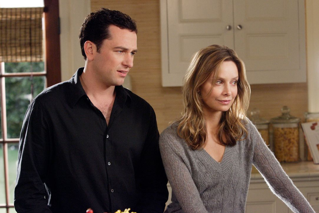 Machen sich Sorgen um ihren kleinen Bruder, welcher erneut Drogensüchtig ist: Kevin (Matthew Rhys, l.) und Kitty (Calista Flockhart, r.)... - Bildquelle: Disney - ABC International Television