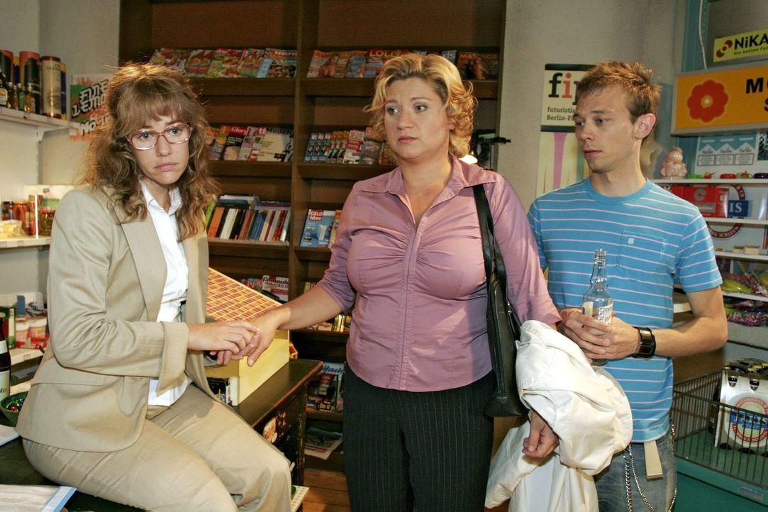 Agnes (Susanne Szell, M.) erzählt Lisa (Alexandra Neldel, l.) und Jürgen (Oliver Bokern, r.), wie sehr ihr vor ihrem Abschied von Kerima Moda graut.... - Bildquelle: Noreen Flynn SAT.1 / Noreen Flynn