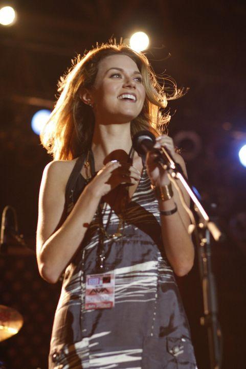 Peyton (Hilarie Burton) hat für den Stützpunkt ihres Bruders ein Konzert organisiert, das ein voller Erfolg wird ... - Bildquelle: Warner Bros. Pictures