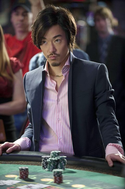 Die besondere Vorgehensweise einer Mutantin erinnert Russell (Aaron Yoo) an etwas aus seiner Vergangenheit ... - Bildquelle: Warner Bros. Entertainment, Inc