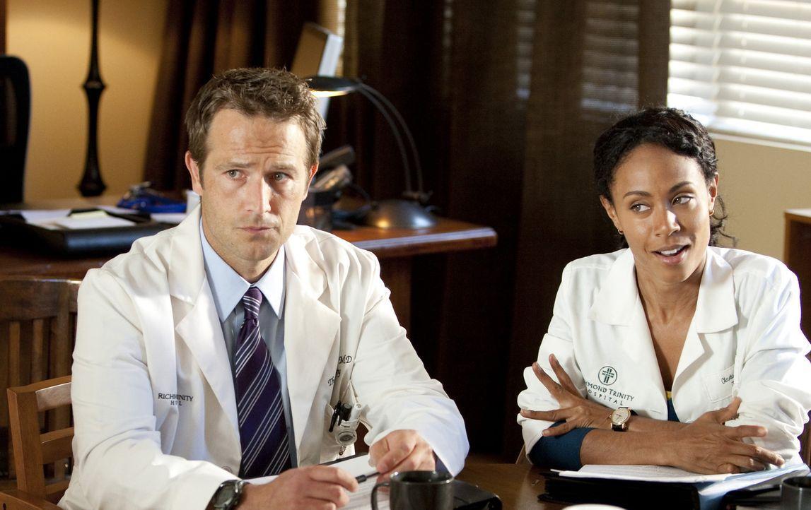 Während Krankenpfleger Ray in Schwierigkeiten gerät, versucht Christina Hawthorne (Jada Pinkett Smith, r.) einen Selbstmordversuch von David, dem... - Bildquelle: Sony 2009 CPT Holdings, Inc. All Rights Reserved