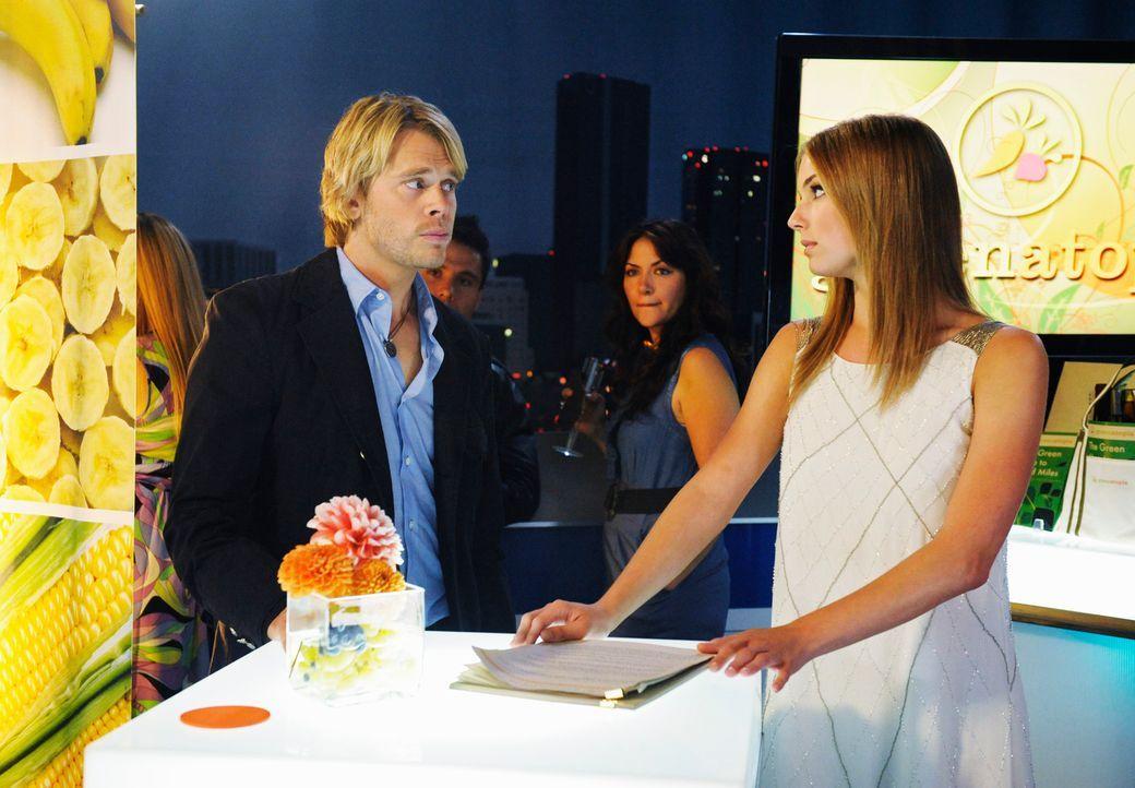 Rebecca (Emily VanCamp, r.) wird von Justin sitzengelassen, da wittert Kyle (Eric Christian Olsen, l.) eine Chance ... - Bildquelle: 2008 ABC INC.
