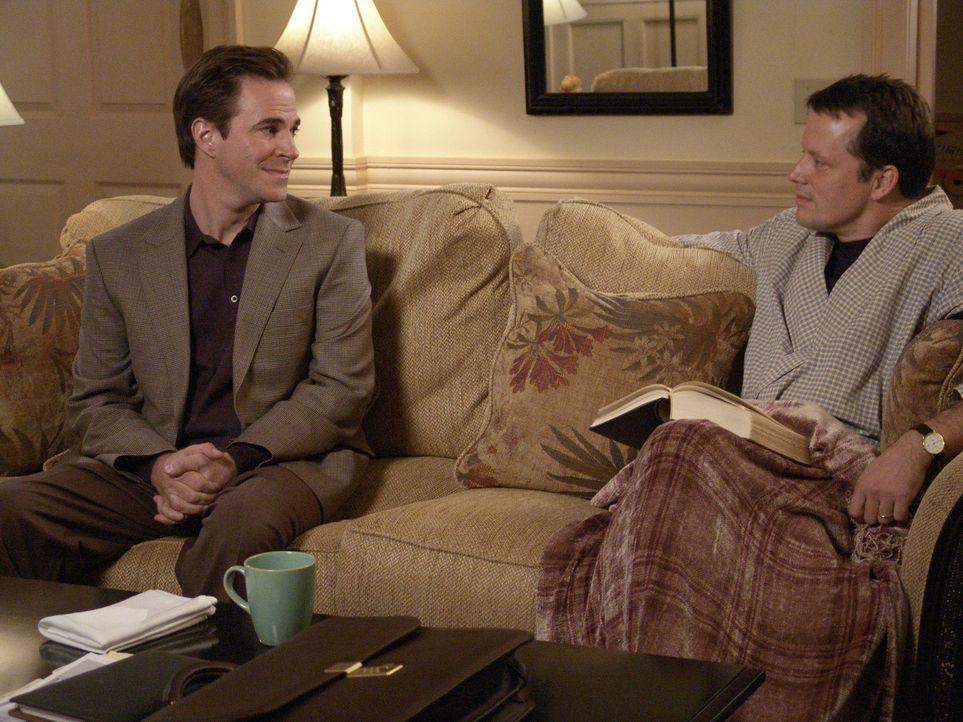 Nachdem, was ihr Rex (Steven Culp, r.) angetan hat, lässt sich Bree nicht unterkriegen und verabredet sich mit George Williams (Roger Bart, l.) zum... - Bildquelle: Touchstone Pictures