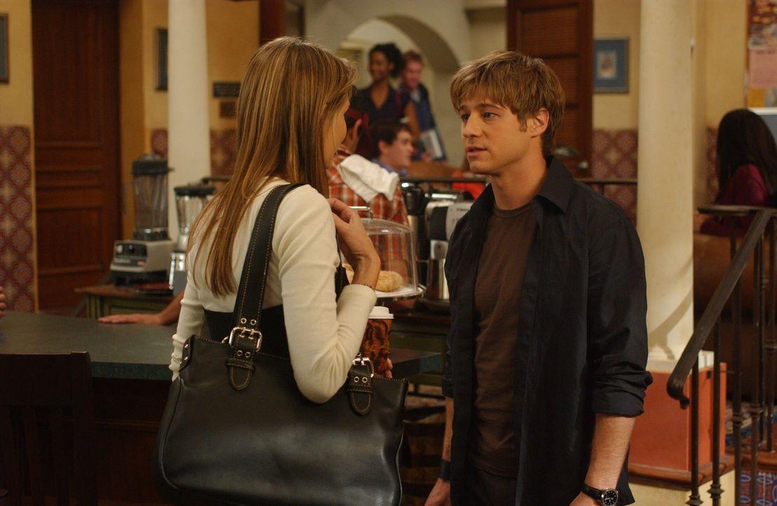 Marissa (Mischa Barton, l.) und Ryan (Benjamin McKenzie, r.) versuchen einen Neuanfang als Freunde, aber es ist nicht so einfach ... - Bildquelle: Warner Bros. Television