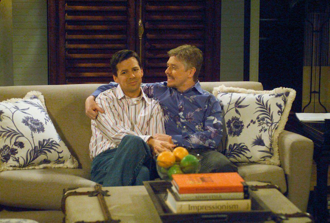 Jack (Sean Hayes, l.) weiß nicht, was er davon halten soll, dass sein Lover Stuart (Dave Foley, r.) mit ihm zusammen ziehen möchte ... - Bildquelle: Chris Haston NBC Enterprises International