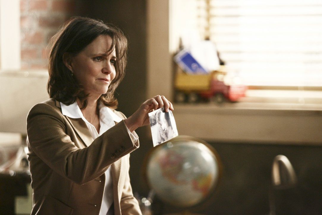 Schwelgt in Erinnerungen: Nora (Sally Field) ... - Bildquelle: Disney - ABC International Television