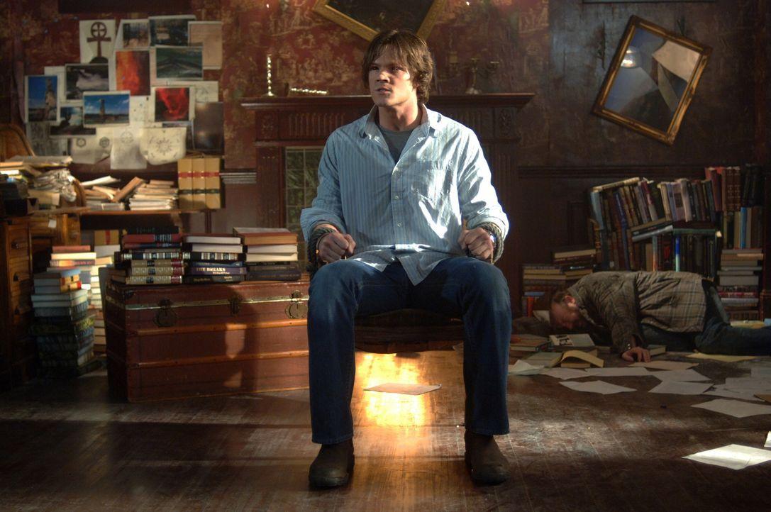 Nachdem Dean einen äußerst eigenartigen Anruf des schon seit über einer Woche vermissten Sam ((Jared Padalecki) erhält, rast er zu ihm - und findet... - Bildquelle: Warner Bros. Television