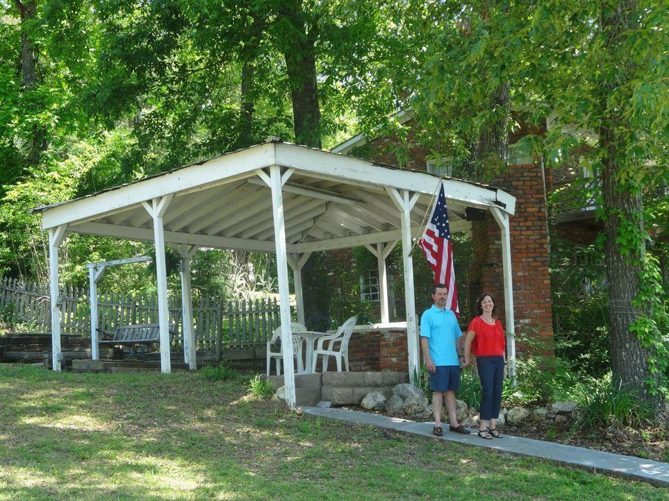 Finden Steve (l.) und Roxann (r.) am Logan Martin See das perfekte Haus, dass nicht teurer als $300.000 ist? - Bildquelle: 2015,HGTV/Scripps Networks, LLC. All Rights Reserved