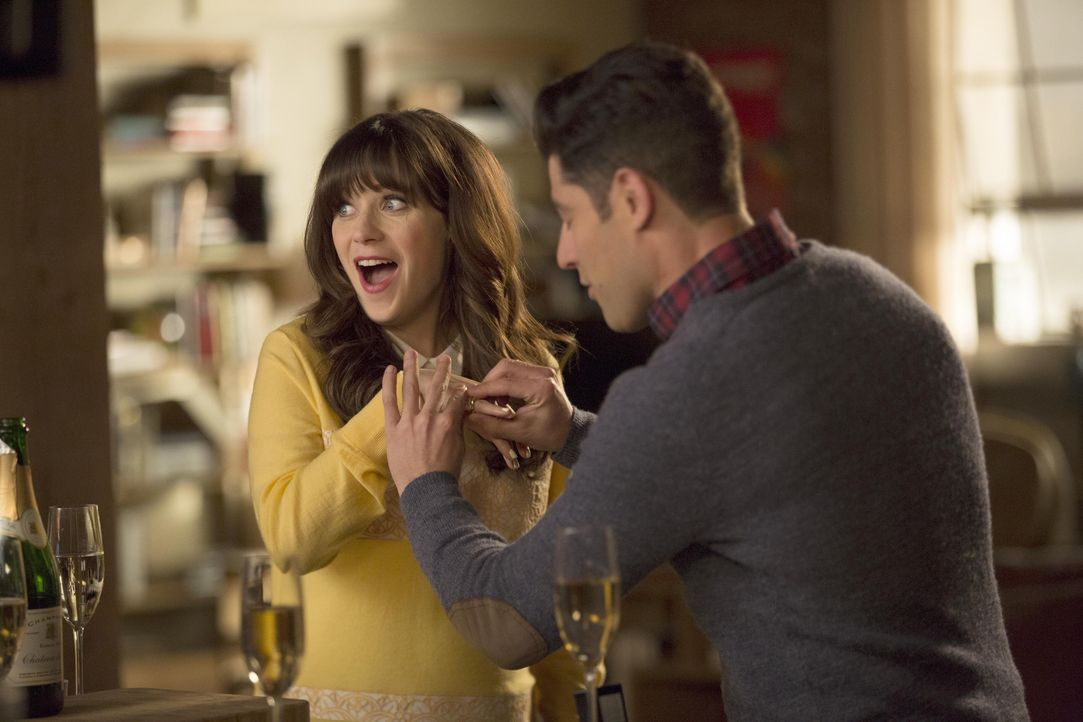 Schmidt (Max Greenfield, r.) und Cece stellen Jess (Zooey Deschanel, l.) eine wichtige Frage ... - Bildquelle: John P. Fleenor 2016 Fox and its related entities. All rights reserved. / John P. Fleenor