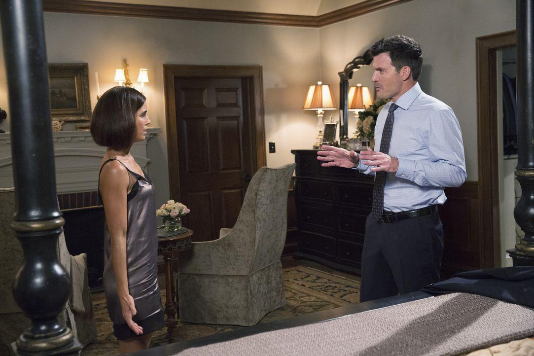 Treiben Marisols (Ana Ortiz, l.) Vermutungen einen Keil zwischen sie und Nicholas (Mark Deklin, r.)? - Bildquelle: 2014 ABC Studios