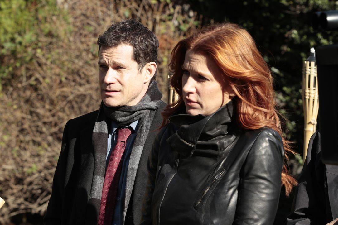 Werden zu einem neuen Fall gerufen: Carrie (Poppy Montgomery, r.) und Al (Dylan Walsh, l.) ... - Bildquelle: 2011 CBS Broadcasting Inc. All Rights Reserved.