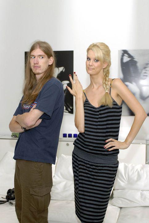 Das Model (Monica Ivancan, r.) und der Freak ... - Bildquelle: ProSieben