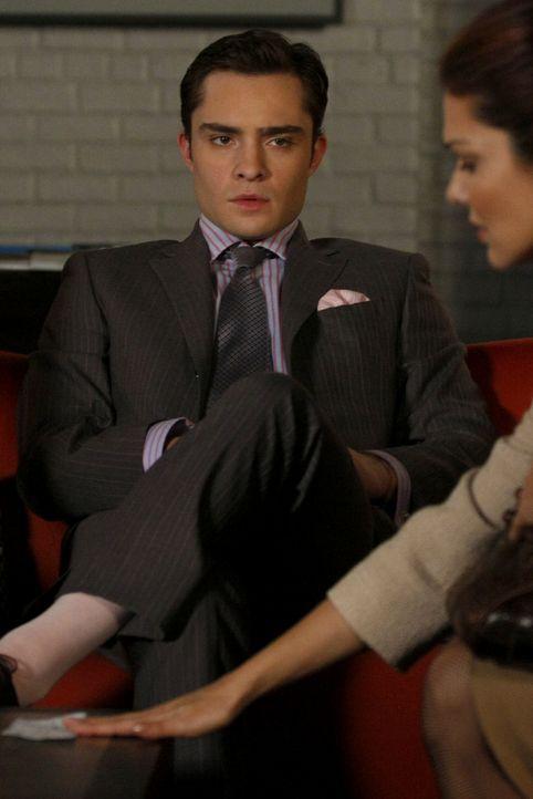 Elizabeth (Laura Harring, r.) nimmt das Geld und obwohl Chuck (Ed Westwick, l.) es sich nich eingestehen will, ist er doch sehr enttäuscht. - Bildquelle: Warner Brothers