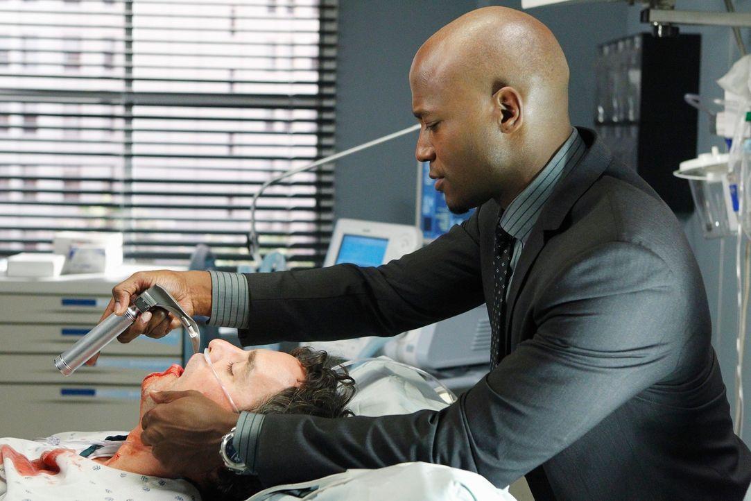 Während sich Susans gesundheitlicher Zustand verschlechtert, muss Sam (Taye Diggs, r.) entscheiden, ob er Lee McHenry (Nicholas Brendon, l.), dem V... - Bildquelle: ABC Studios