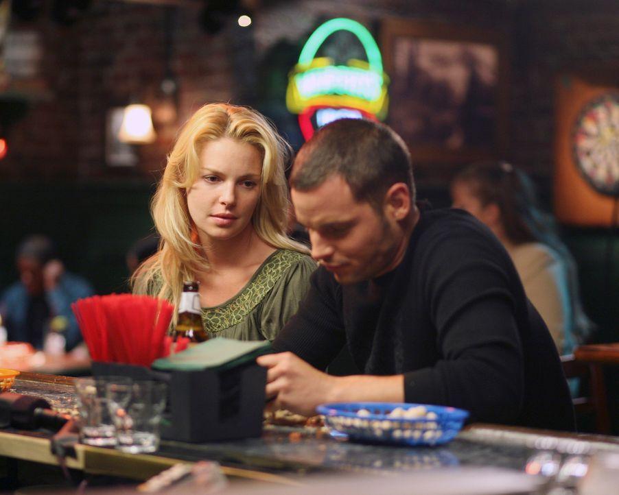 Alex' (Justin Chambers, r.) Versuch, sich  Izzie (Katherine Heigl, l.) erneut zu nähern, schlägt fehl, doch es entsteht ein neuer Respekt zwischen d... - Bildquelle: Touchstone Television