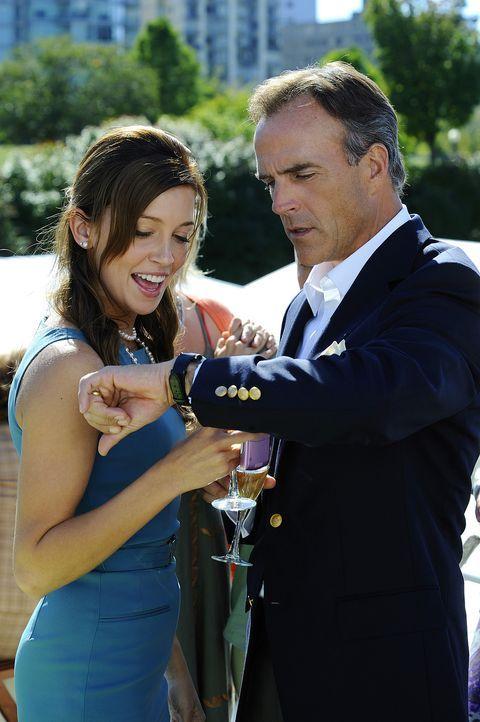 Thomas (Richard Burgi, r.) ist nicht gerade begeistert über die Wahl seiner Tochter, doch Trish (Katie Cassidy, l.) lässt sich nicht mehr umstimme... - Bildquelle: 2009 CBS Studios Inc. All Rights Reserved.