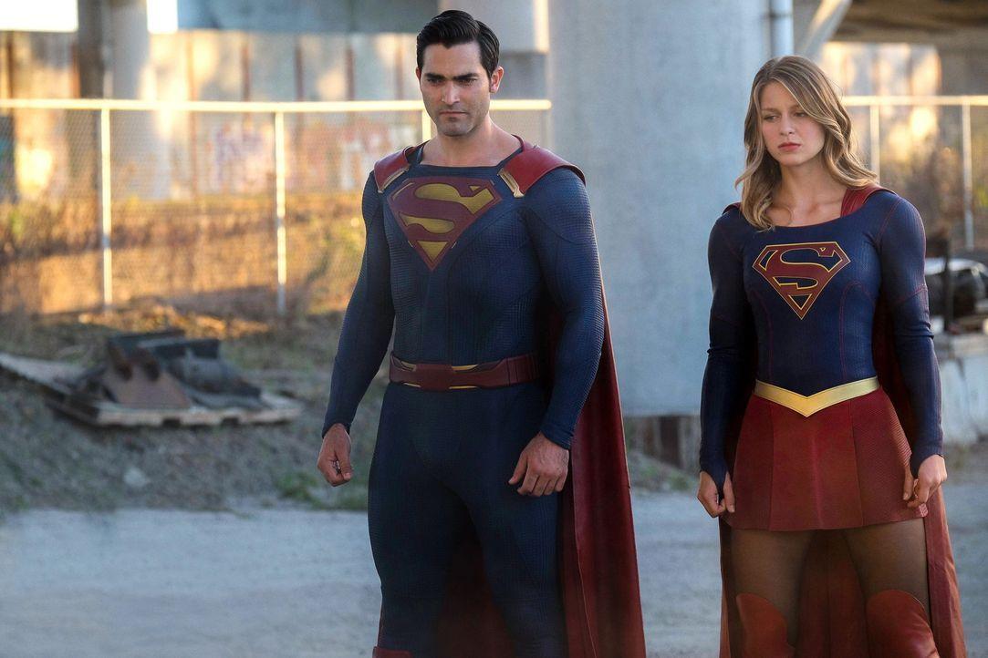 Cadmus greift National City an. Kara alias Supergirl (Melissa Benoist, r.) und Clark alias Superman (Tyler Hoechlin, l.)  gehen gemeinsam dagegen vo... - Bildquelle: 2016 Warner Bros. Entertainment, Inc.