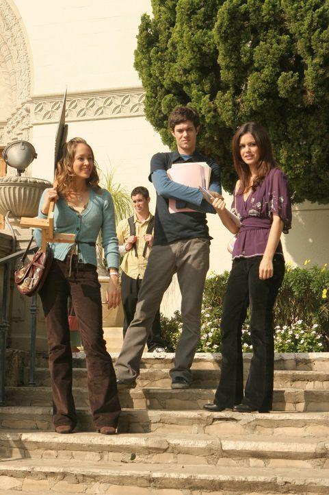 Taylor (Autumn Reeser, l.), Seth (Adam Brody, M.), Ryan und Summer (Rachel Bilson, r.) haben es geschafft - Marissa kann zurück auf die Harbor Scho... - Bildquelle: Warner Bros. Television