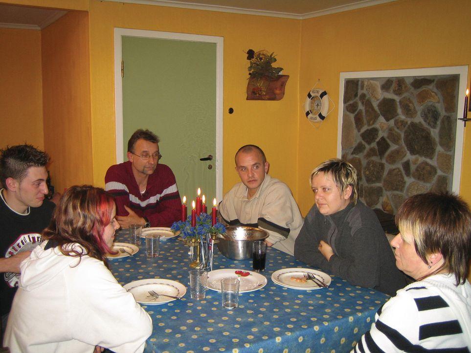 Familie Nagel in ihrem vorübergehenden Ferienhaus in Norwegen ... - Bildquelle: kabel eins