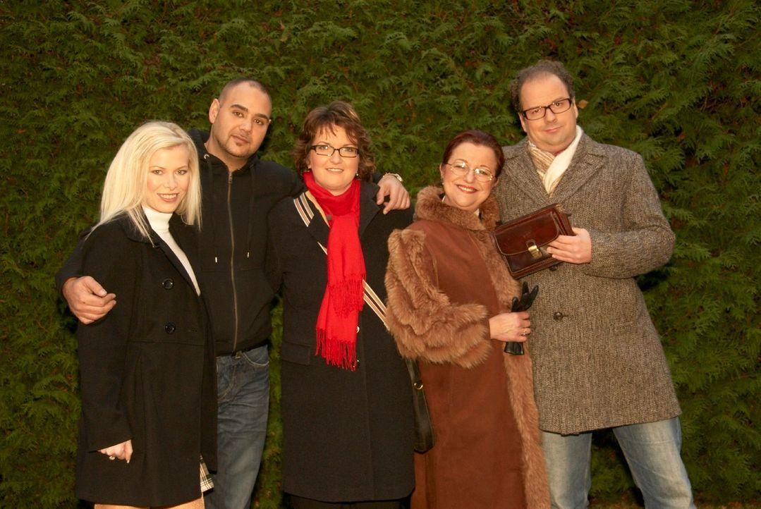v.l.n.r.: Tanja, Rene, Simone, Anna Maria und Thomas suchen in dieser Woche das passende Outfit für ihre speziellen Vorhaben .. - Bildquelle: Walter Wehner Sat.1