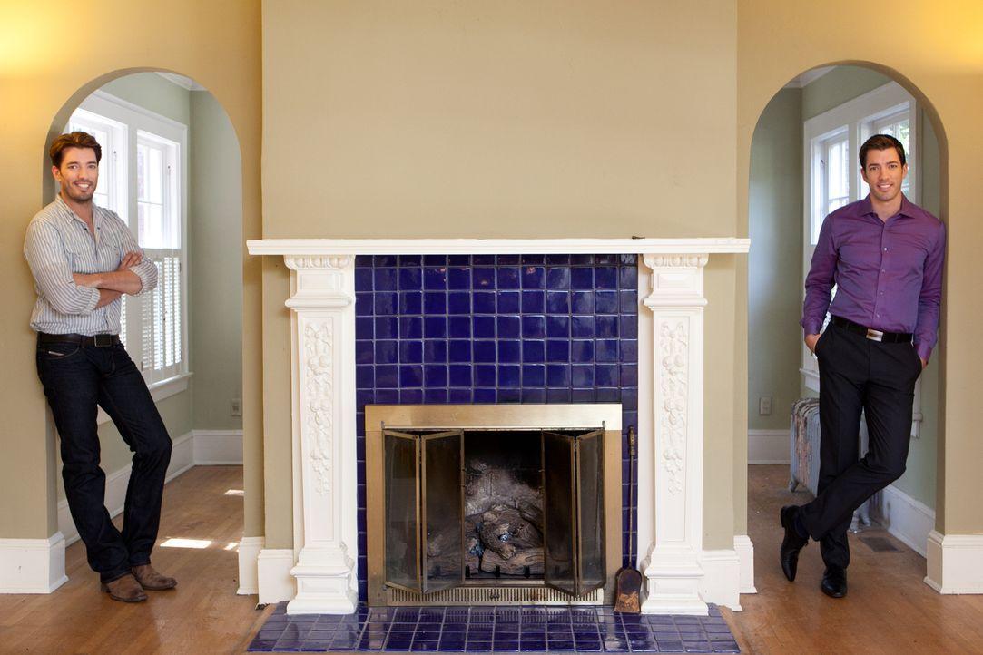 Wird es Jonathan (l.) und Drew (r.) auch dieses Mal gelingen, aus einem renovierungsbedürftigen Haus ein Traumhaus für ihre Kunden zu machen oder so... - Bildquelle: Jessica McGowan 2013, HGTV/Scripps Networks, LLC. All Rights Reserved