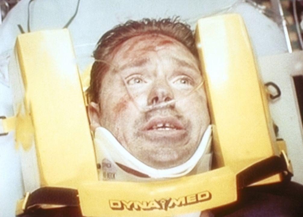 Raul (Carlos Gomez) hat sein Leben riskiert, um ein kleines Mädchen zu retten ... - Bildquelle: TM+  WARNER BROS.