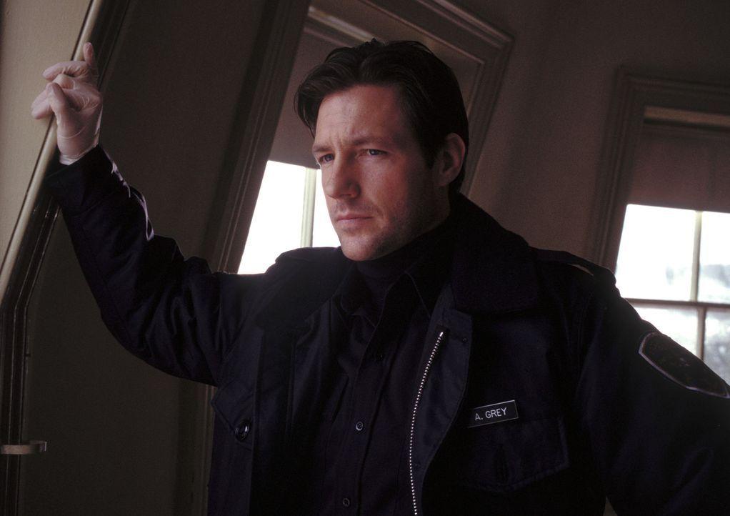 Der Polizist Abel Grey (Edward Burns) wird mit einem besonders mysteriösen Fall konfrontiert, der ihn zu allem Übel an traumatische Ereignisse in... - Bildquelle: Myriad Pictures Inc.