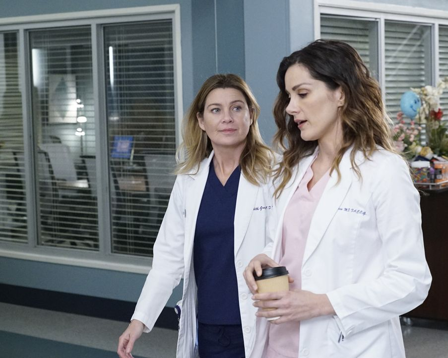 Dr. Meredith Grey (Ellen Pompeo, l.); Dr. Carina DeLuca (Stefania Spampinato, r.) - Bildquelle: Kelsey McNeal 2020 American Broadcasting Companies, Inc. All rights reserved. / Kelsey McNeal