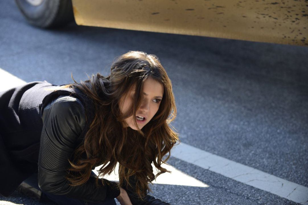 Während Elena (Nina Dobrev) noch über ihre Beziehung zu Damon nachdenkt, bringen sich alle in Mystic Fall in große Gefahr ... - Bildquelle: Warner Brothers